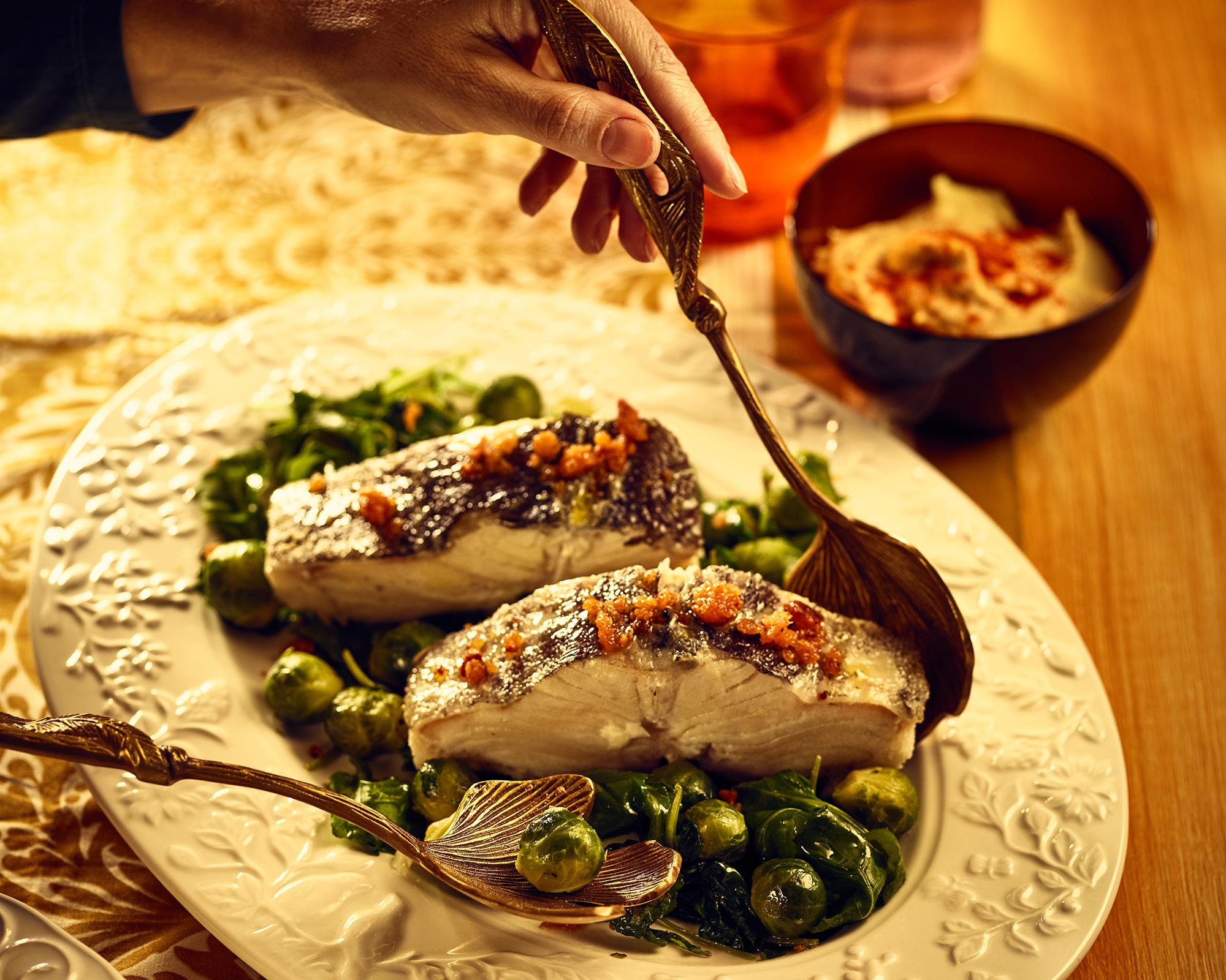 Bacalhau com crocante de farinheira e mix de couves