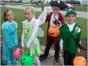 Adoptive-Families-Circle-Halloween-Photos