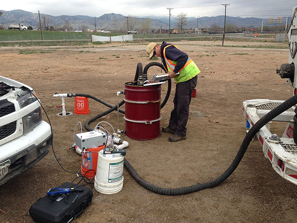 Rob Fortney using a Geotech High Vacuum Sampler